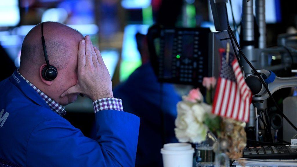 Số lượng cổ phiếu Mỹ bị bán bất ngờ tăng mạnh